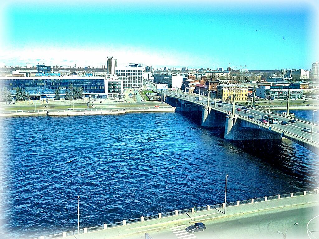 Вид на реку из рыбы