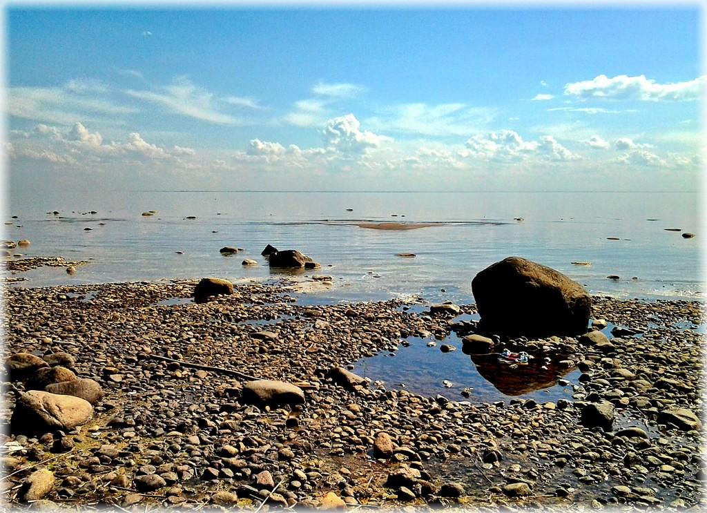 Камень и облака на Финском заливе
